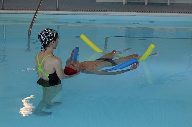 rehabilitace v bazénu