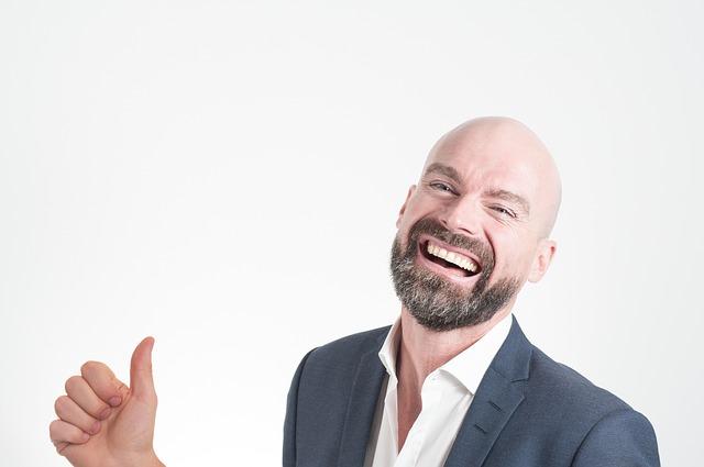 Šťastný muž, palec nahoru